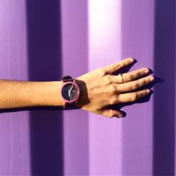 watch onthewall interesting travel time freetime